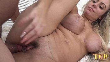 Ela dar o cú e faz até pose de atriz porno