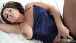 Image Loira peituda gostosa só quer sexo anal