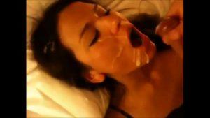 Image Namorado dando leite condensado pra novinha