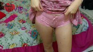 Image Priminha toda gostosinha de sutiã e sem calcinha