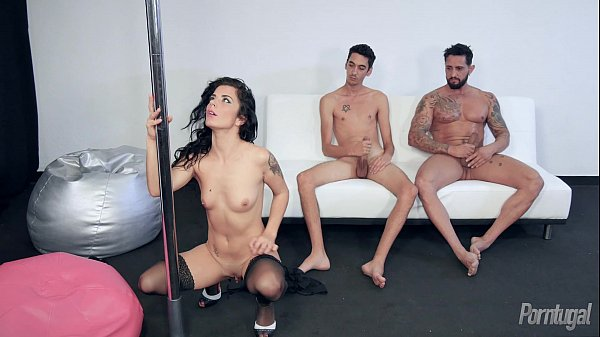 Ficando peladinha a novinha strip show
