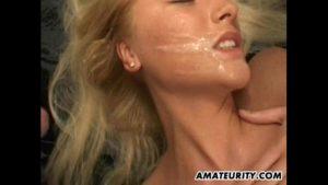 Image Três tarados gozando na boca da novinha