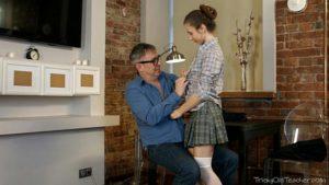 Image Gostosinha fodeu ao sentar na pica do pai