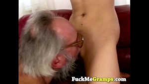 Image Pai chupar bucetinha e come a filha
