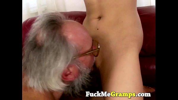 Pai chupar bucetinha e come a filha