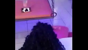 Image Garota teen chupando em uma pica