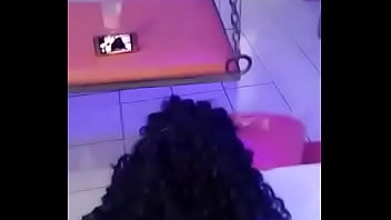 Garota teen chupando em uma pica