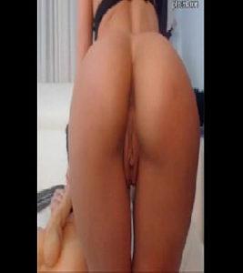 Image Cam4 novinha pelada caiu na webcam abrindo o cuzinho