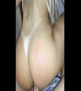 Image Mulher gostosa da bunda grande e loira sentando na pica com seu cuzinho