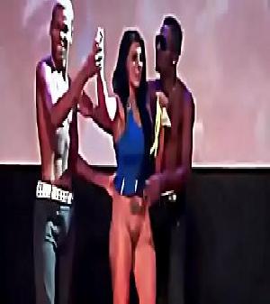 Novinha do baile funk fica peladinha no baile de favela