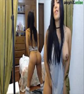 Image XvideoOn com novinha gostosa dos peitos grandes e da bunda grande enfiando no cu
