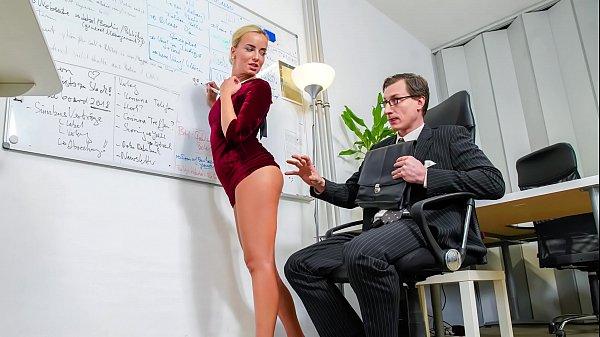 Loira gostosa do xxxvideo porno fudendo com o professor