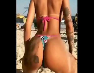 Image Gostosa pelada Mc Mirella dançando na praia com seu cuzão grande