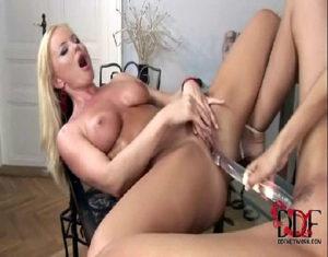 Image Xvideos porno loiraça gostosa fudendo com sua amiga