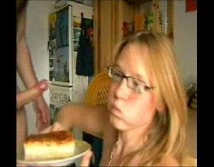 Image Gozando No Bolo Pra Novinha Comer Depois Do Boquete