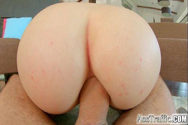 Porno foto amadora de 18 anos dos peitos grandes dando cu