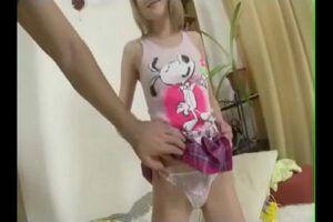 Image Xvideos de sexo quente anal com novinha virgem
