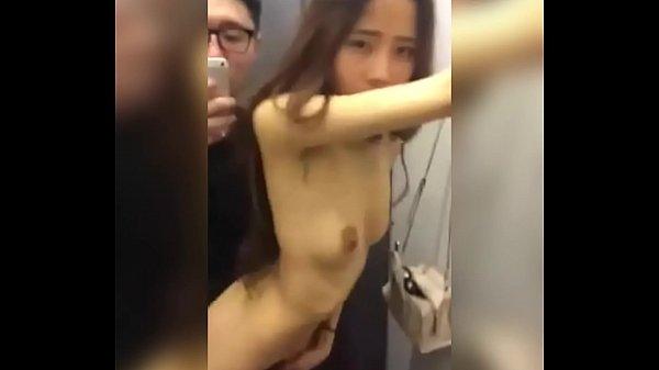Novinha asiática fudendo o cu em leah gotti